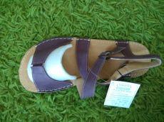Barefoot kožené sandále vínové